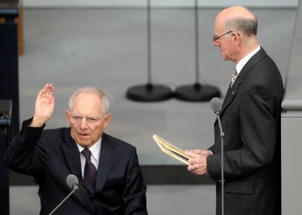 """""""Ich werde ein guter Finanzminister sein"""" (Schäuble bei seiner Vereidigung). Dazu gehört auch die Einhaltung von internationalen Zusagen, finden wir. © Deutscher Bundestag/Achim Melde"""